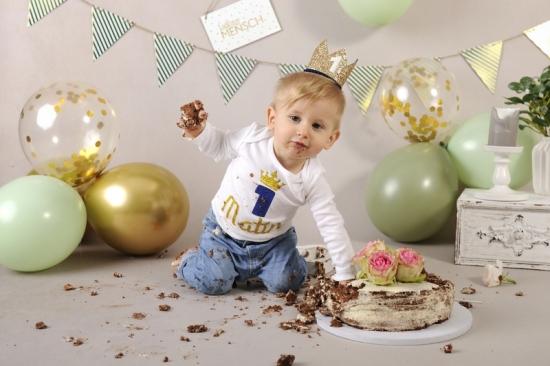 47__Fotografie-Karoart Cake Smash Kleinkind Babyfotografie Neugeborenenfotografie Zürich Wetzikon Winterthur Zug Schwyz Pfäffikon Volketswil
