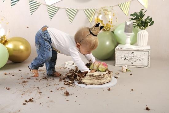48__Fotografie-Karoart Cake Smash Kleinkind Babyfotografie Neugeborenenfotografie Zürich Wetzikon Winterthur Zug Schwyz Pfäffikon Volketswil