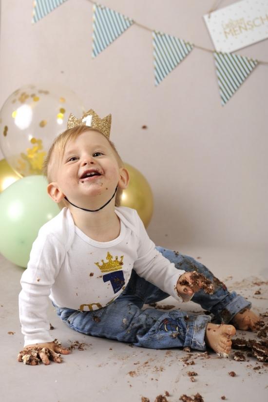 49__Fotografie-Karoart Cake Smash Kleinkind Babyfotografie Neugeborenenfotografie Zürich Wetzikon Winterthur Zug Schwyz Pfäffikon Volketswil
