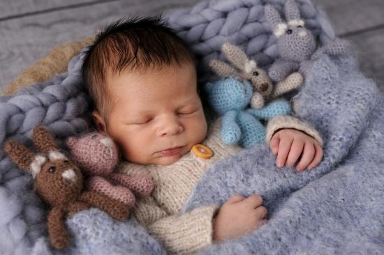 11 Neugeborenenfotografie Newborn Fotografie Karoart Volketswil Zürich Winterthur