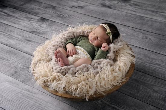 2 Neugeborenenfotografie Newborn Fotografie Karoart Volketswil Zürich Winterthur