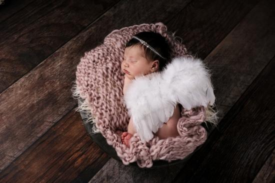 3 Neugeborenenfotografie Newborn Fotografie Karoart Volketswil Zürich Winterthur