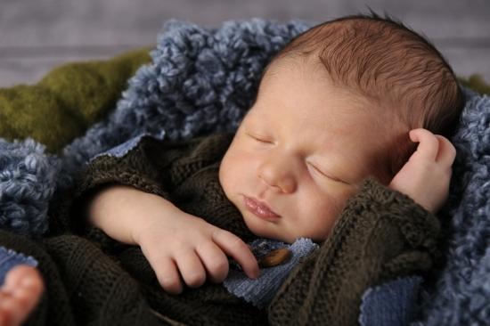 7 Neugeborenenfotografie Newborn Fotografie Karoart Volketswil Zürich Winterthur